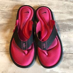 Nike women's flip flops size 10